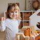 Jak rozvíjet dítě i bez drahých speciálních pomůcek?